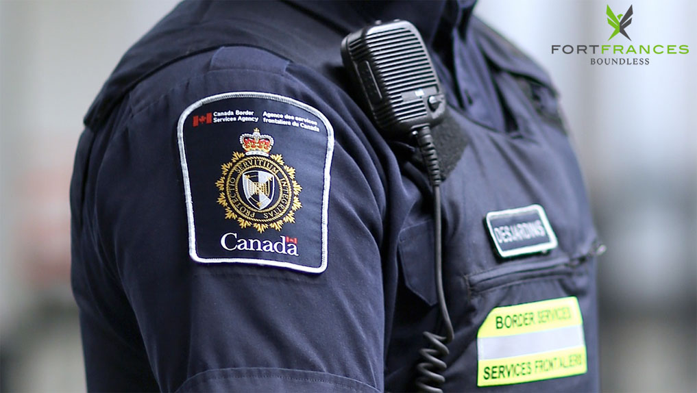 Canada Border Services Agency uniform and crest